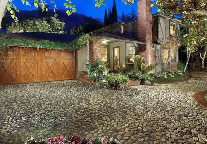 Cobblestone driveway with brick outline