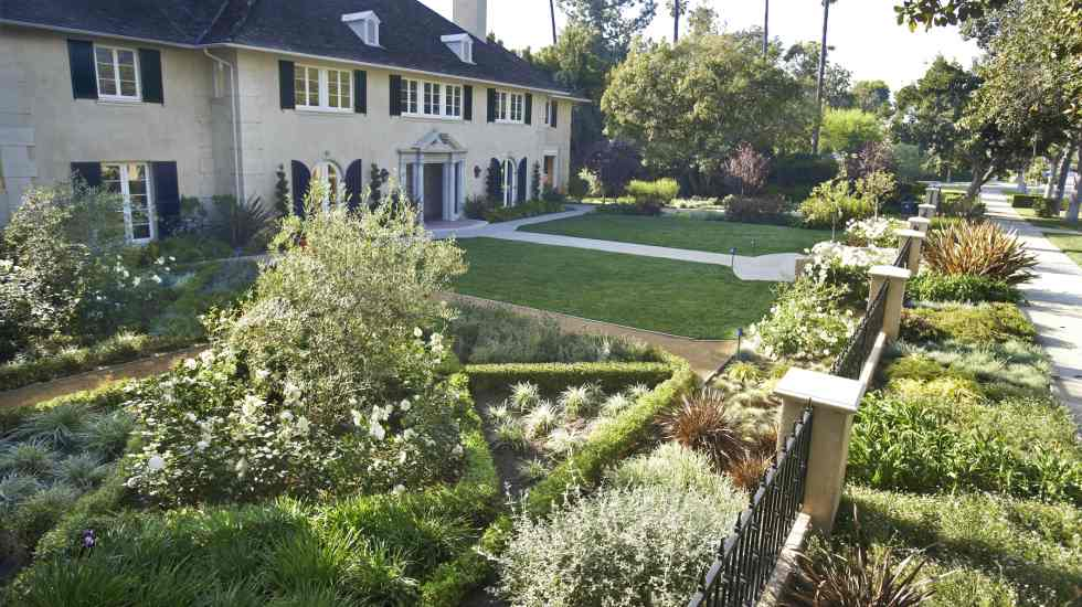 formal garden landscape maintenance