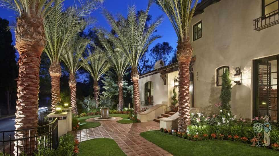 Mediterrannean style front yard with giant palm trees