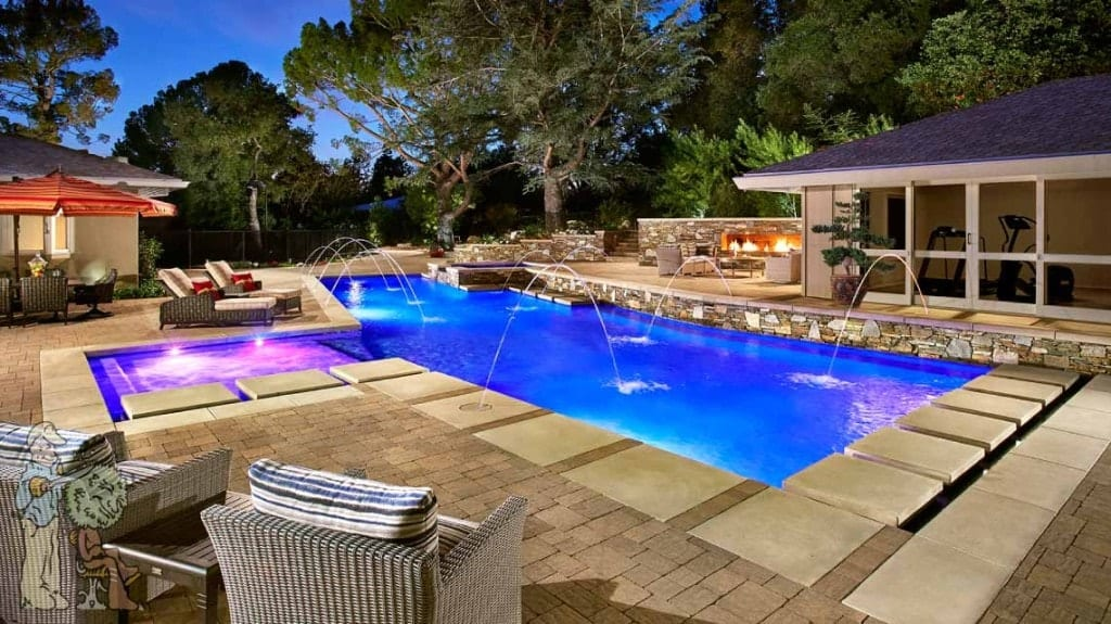 Contemporary la canada pool and spa with firewall garden for Big swimming pools for gardens