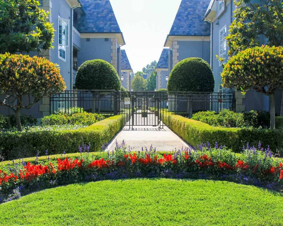 Pasadena CA Homeowners association with grass and landscaping maintained by Garden View