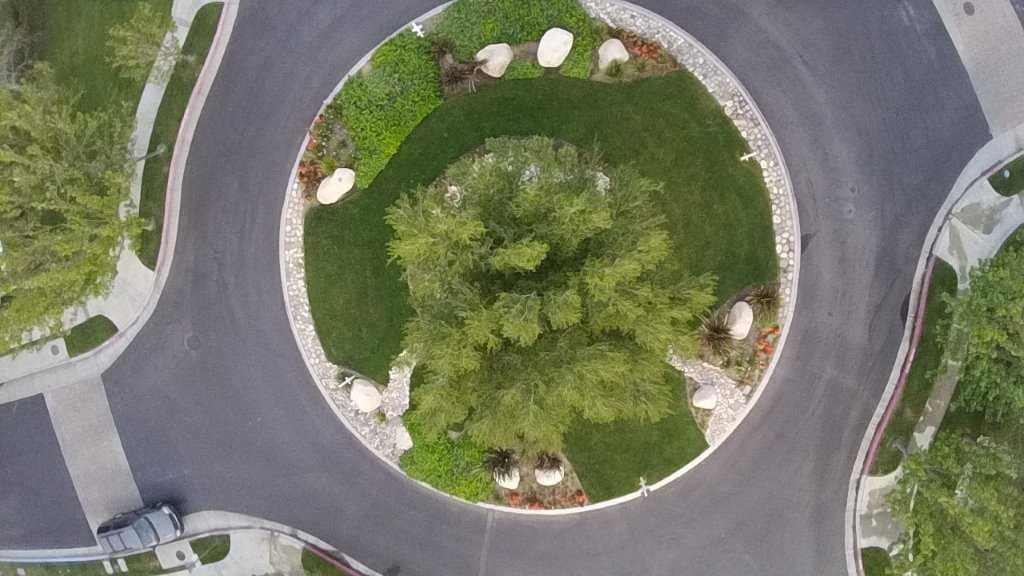 birds eye view of landscaped roundabout at Mountain Cove Azusa HOA