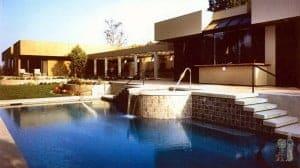 Modern pool and poolhouse in Pasadena, CA