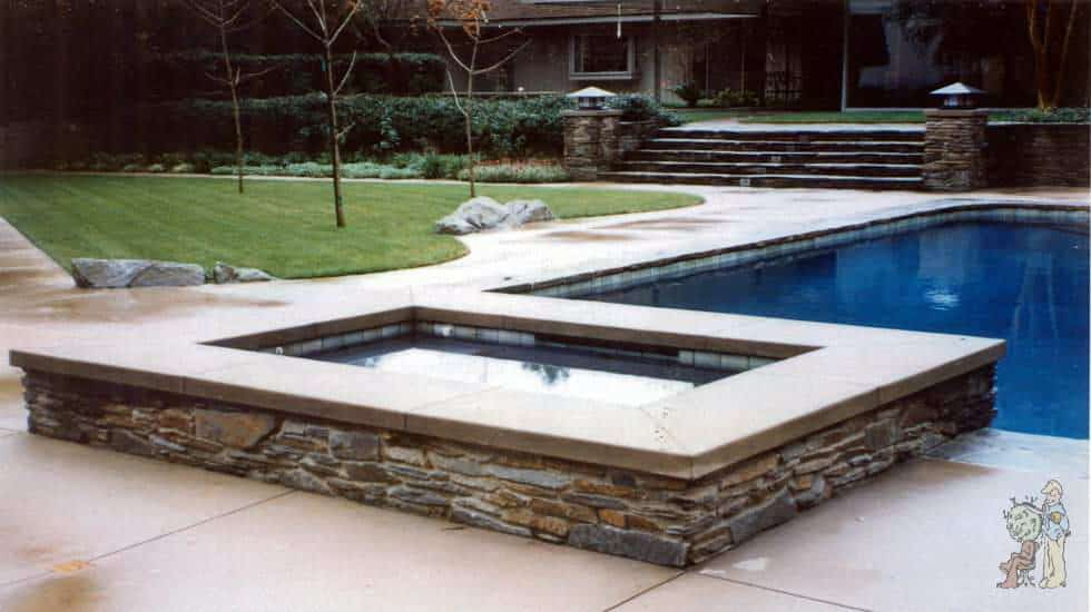 Square shaped raised spa and pool